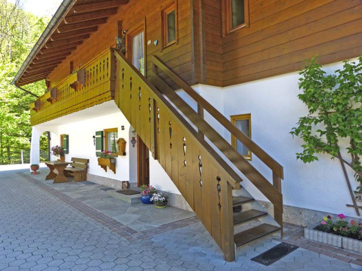 Haus im Grund - Zugang zu den Ferienwohnungen