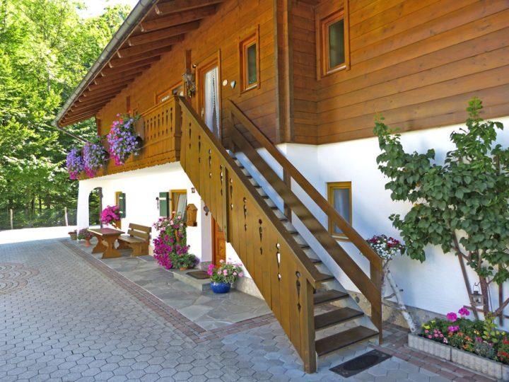 Haus im Grund (Zugang zu den Fereinwohnungen)